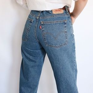 Vintage High Waisted Levi 550 Jeans!!